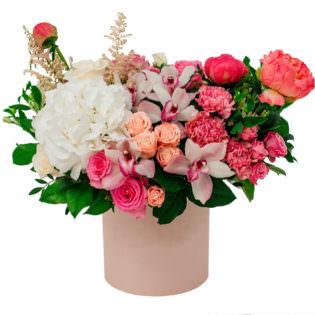 Цветы в коробке «Объятия»